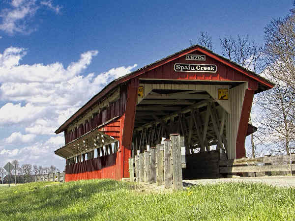 picture of a covered bridge in Ohio