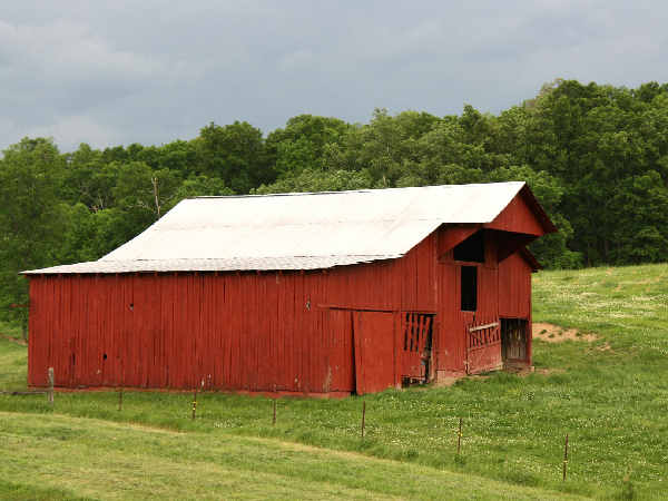picture of a barn in Gatlinburg Tennessee