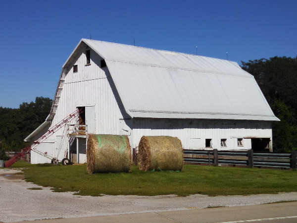 picture of a barn in iowa, an iowa farm scene