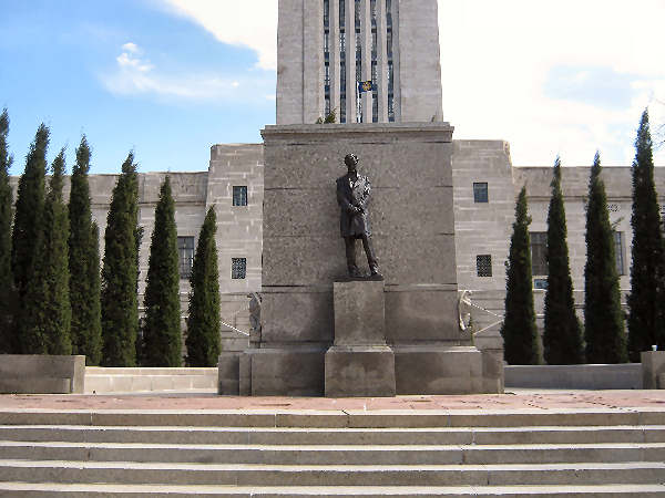 picture of the state house in Lincoln Nebraska