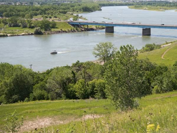 picture of the Missouri river in North Dakota