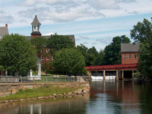 scenic picture of Bellknap Mills river in New Hampshire