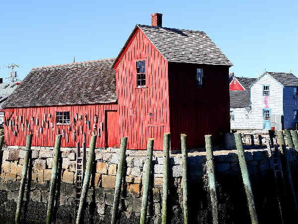 picture of a house in the harbor of Rockport, Massachusetts
