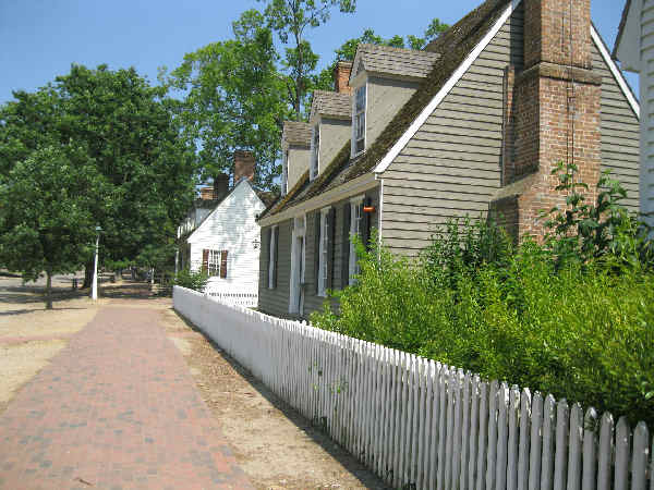 picture of street in historic Williamsburg Virginia